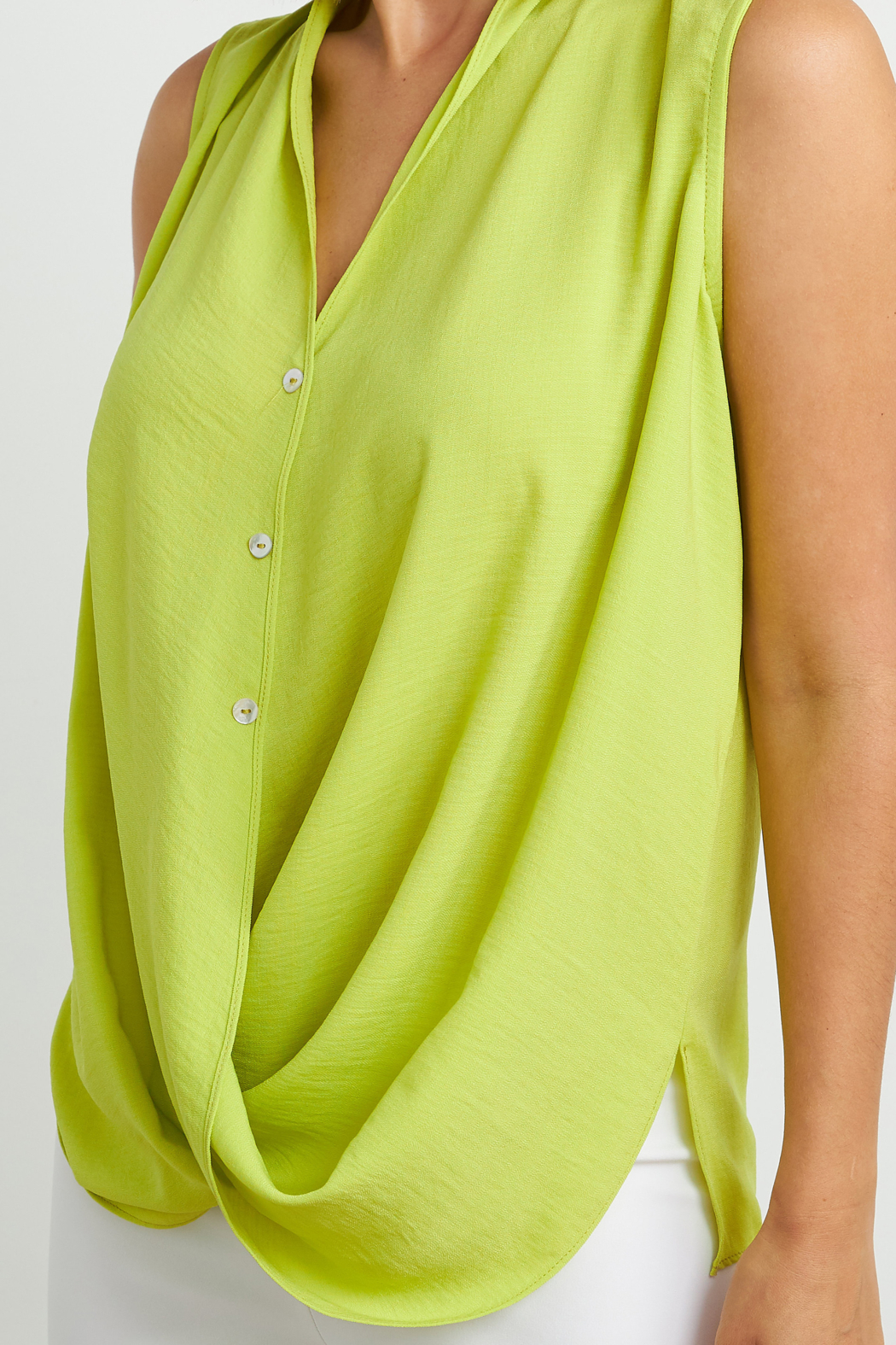 Joseph Ribkoff  Sleeveless button-up blouse - Side Cropped Image