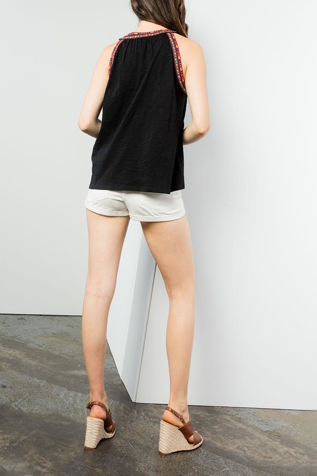 THML Clothing Sleeveless Embroidered Top - Side Cropped Image