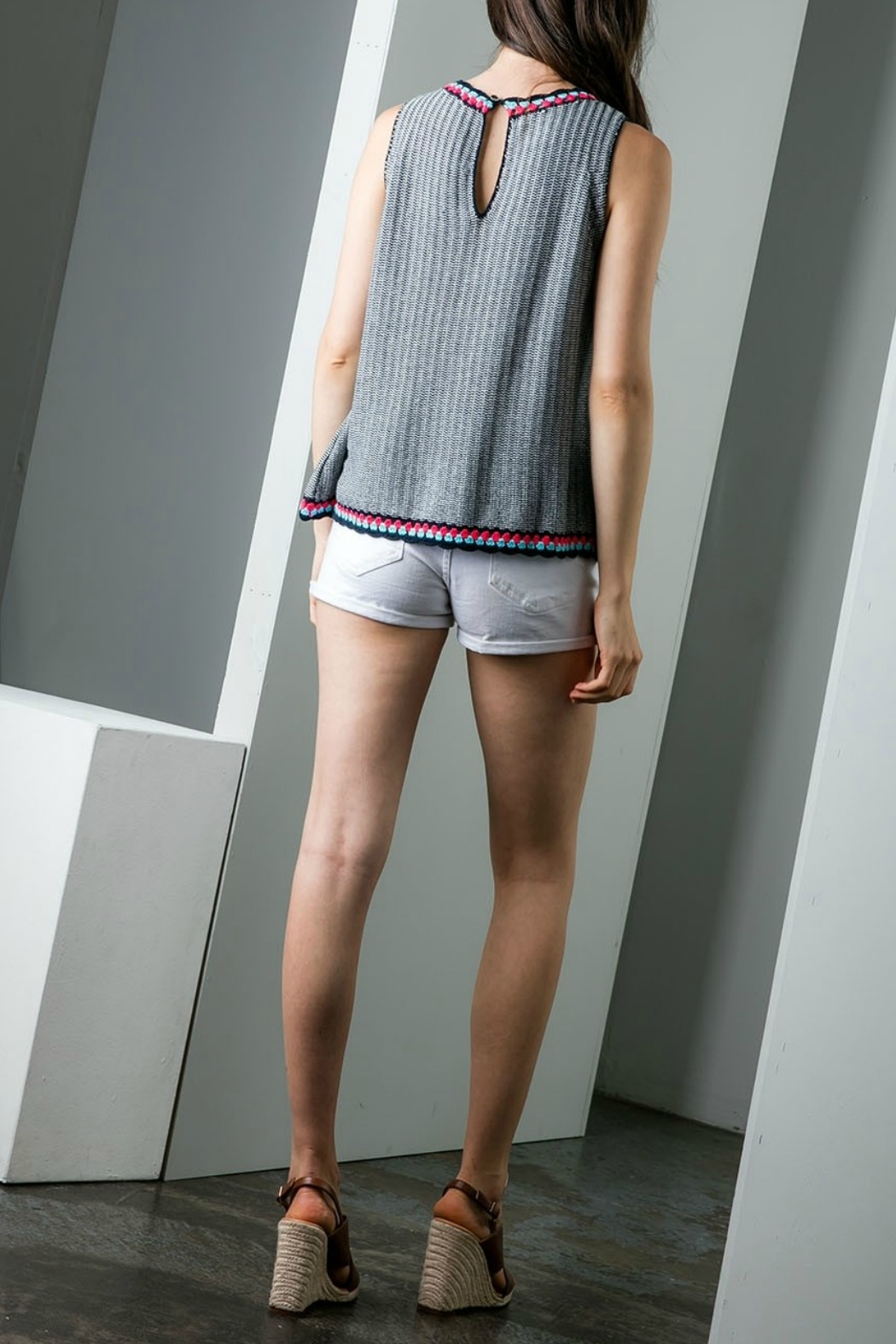 THML Clothing Sleeveless Knit top - Side Cropped Image