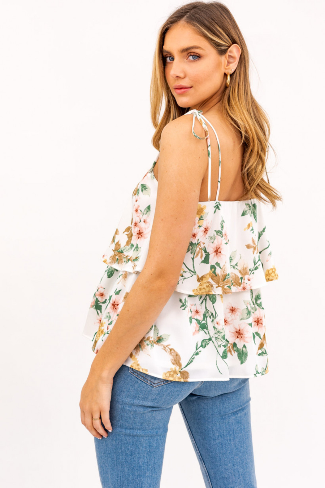 Gilli  Sleeveless Ruffled Floral Top - Side Cropped Image