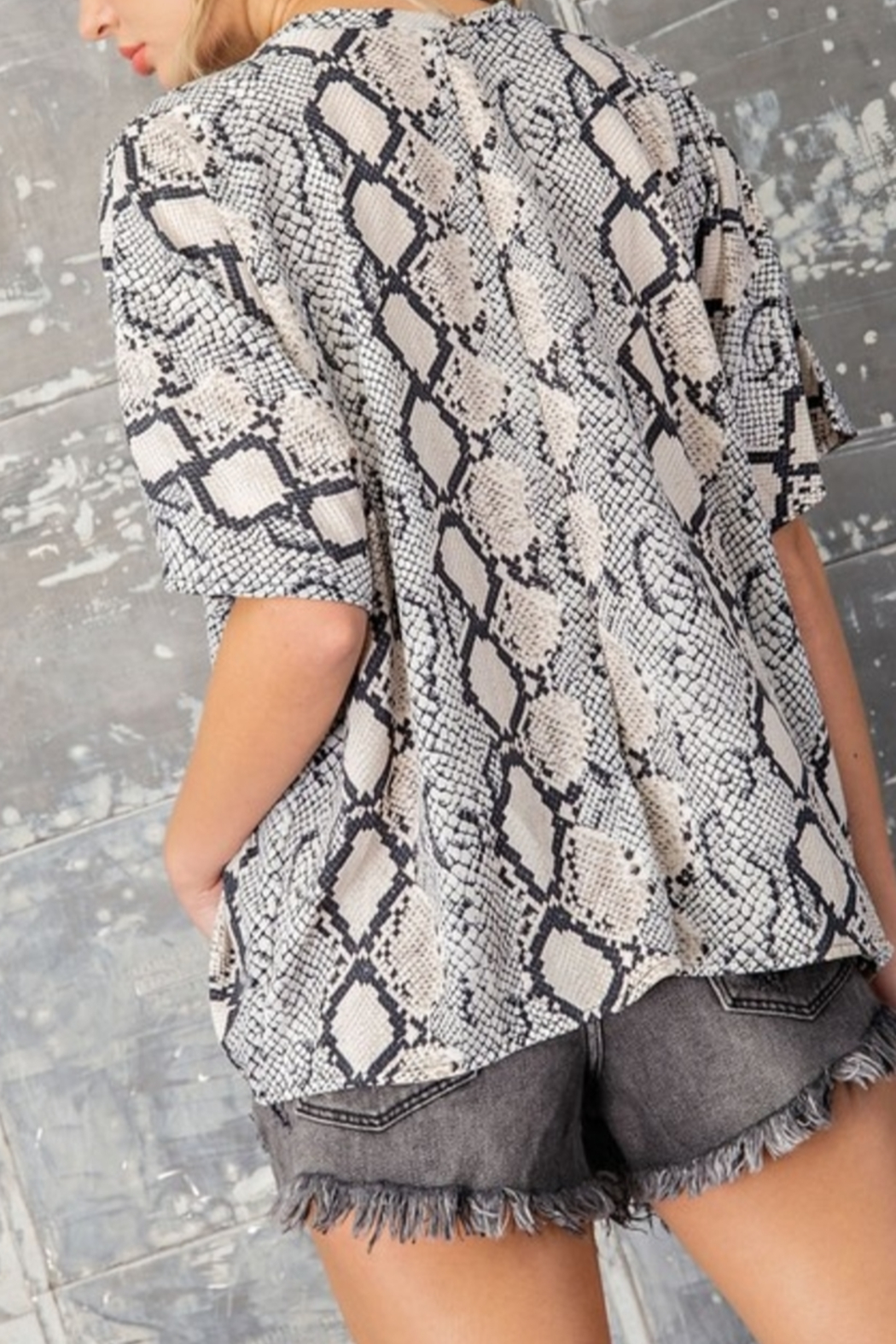 eesome Slither In Style Top - Front Full Image