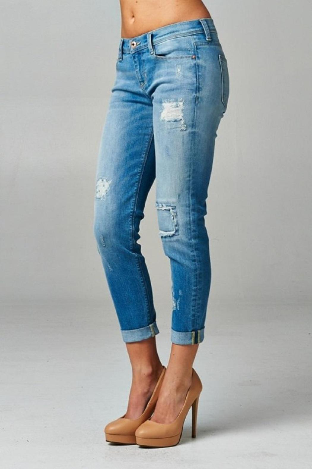 Skinny jeans rolled up
