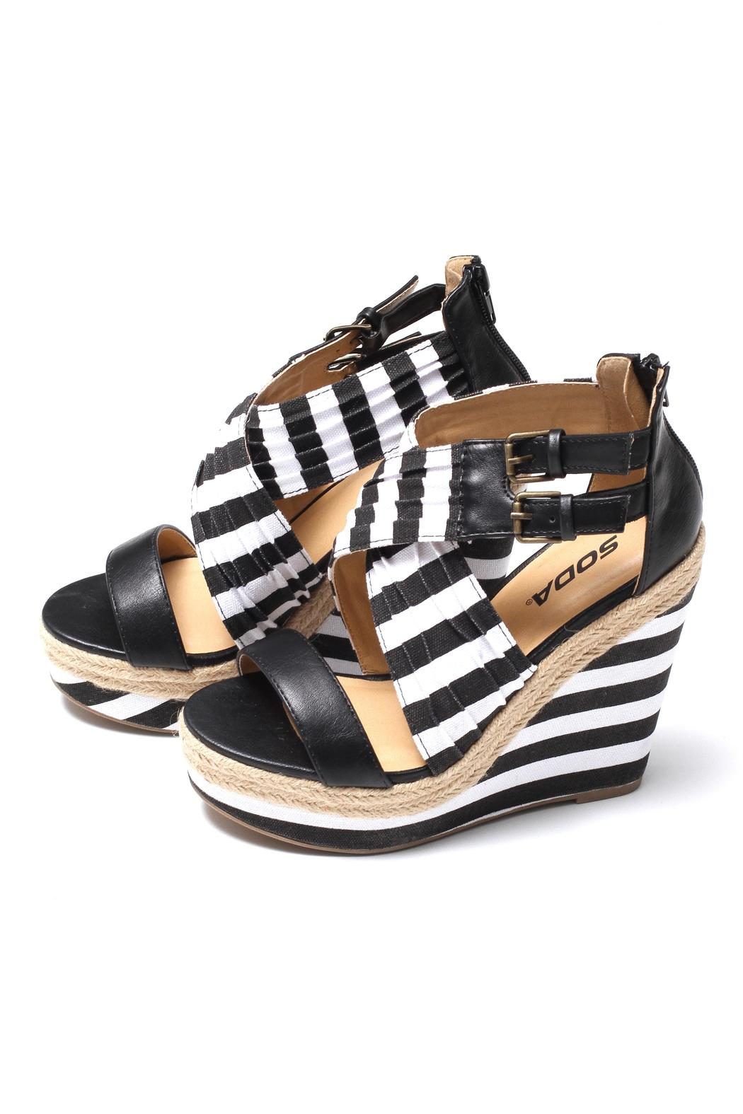 Soda Black White Wedge From Texas By B Amp B S Boutique
