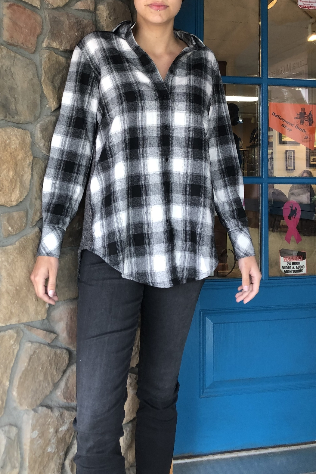 Vivante by VSA Soft Plaid shirt sweater - Front Cropped Image