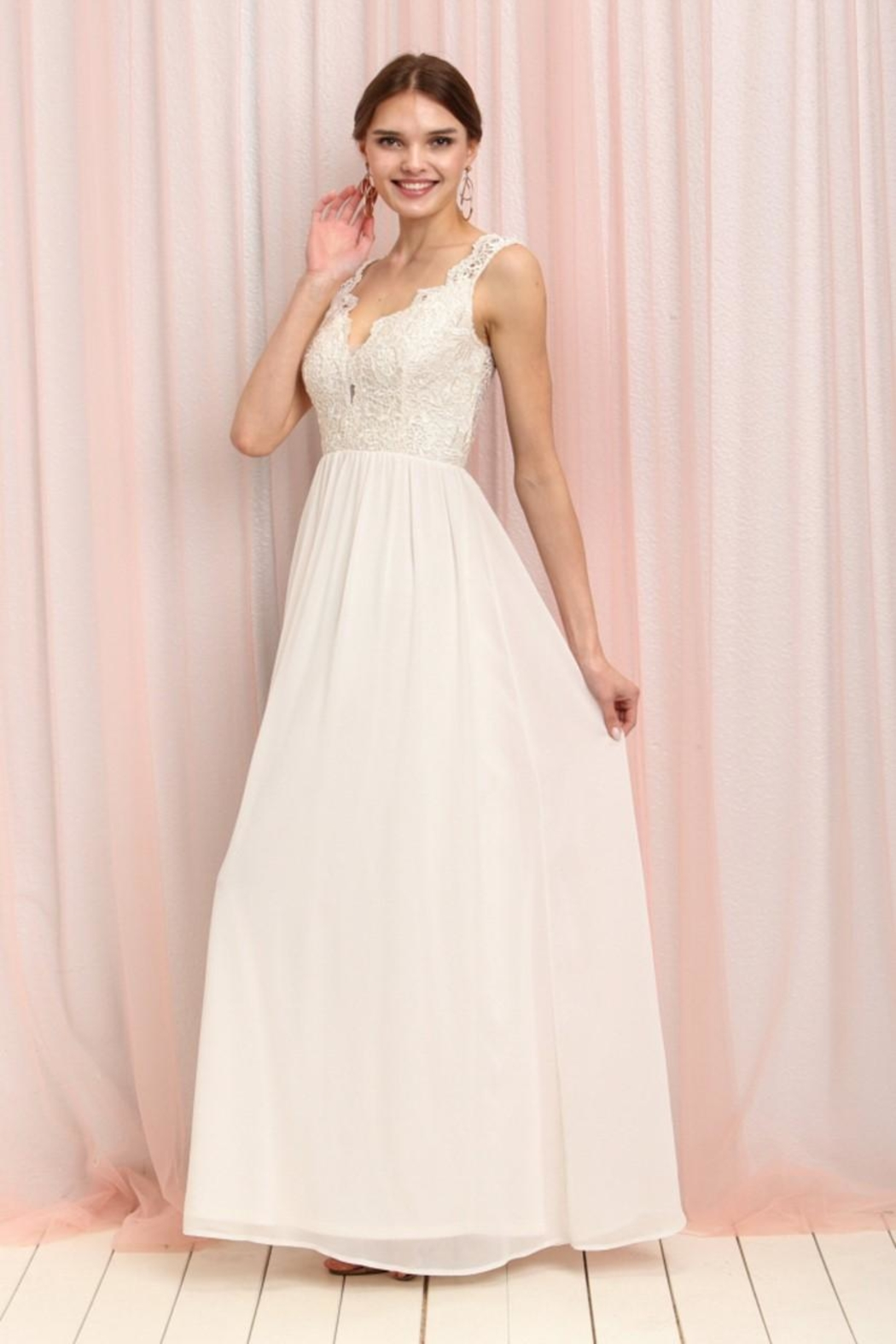 31bc62c1fbd6 Soieblu Ivory Maxi Dress from Iowa by Elegance Boutique — Shoptiques