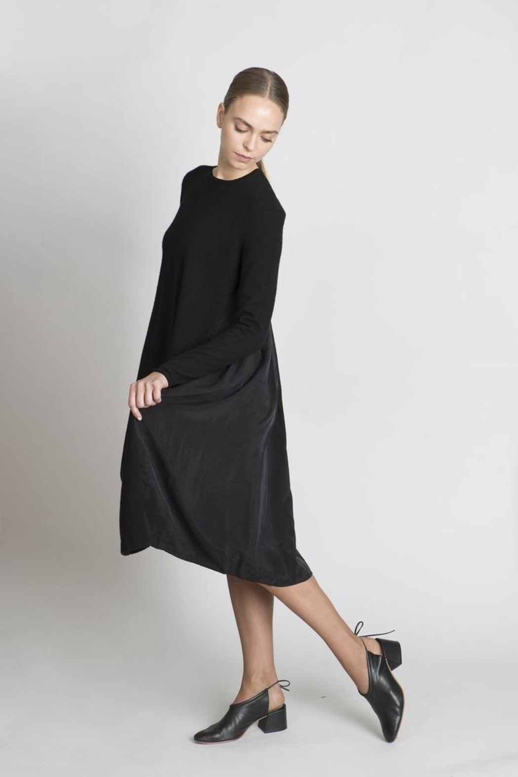 Solika Contrast Pleated Dress - Side Cropped Image