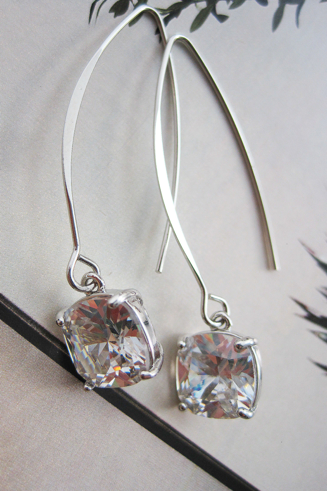 It's Sense Square Cubic Wire Hook Gold Earring - Front Cropped Image