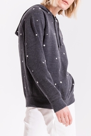 z supply Star Print Pullover - Side cropped