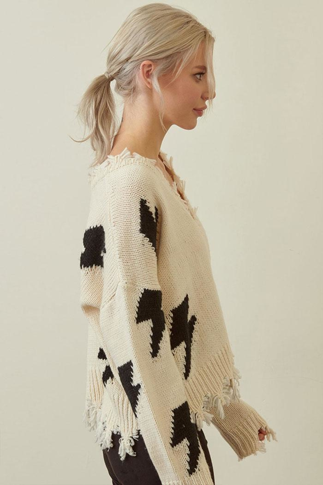 storia Distressed Lightning Sweater - Side Cropped Image