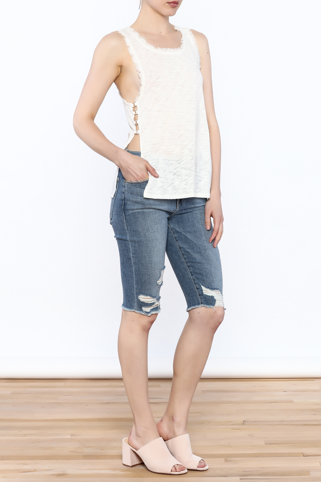 storia Frayed White Tank - Side Cropped Image