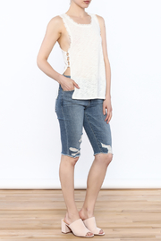 storia Frayed White Tank - Side cropped