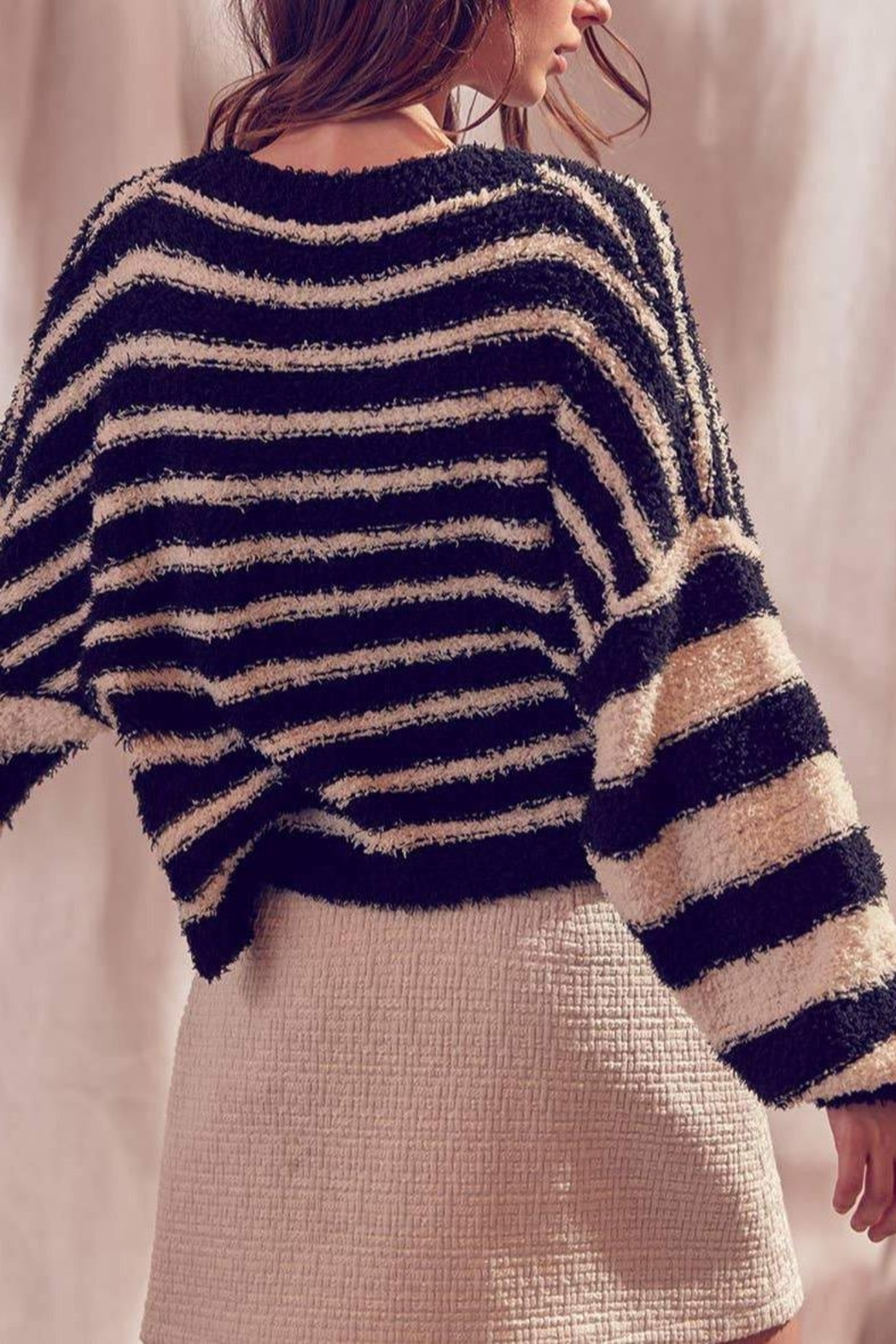 storia Fuzzy Striped Pullover-Sweater - Back Cropped Image