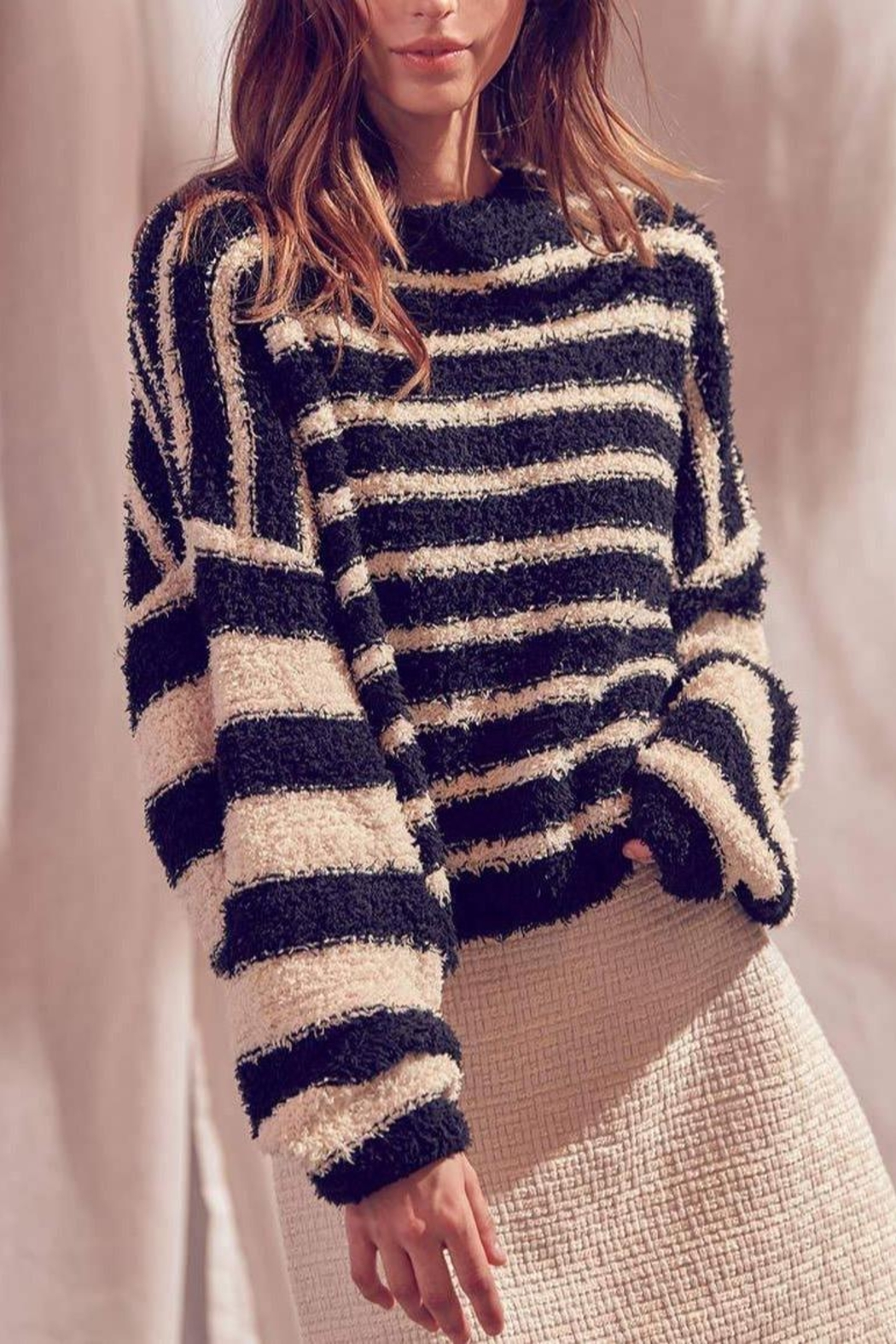 storia Fuzzy Striped Pullover-Sweater - Side Cropped Image