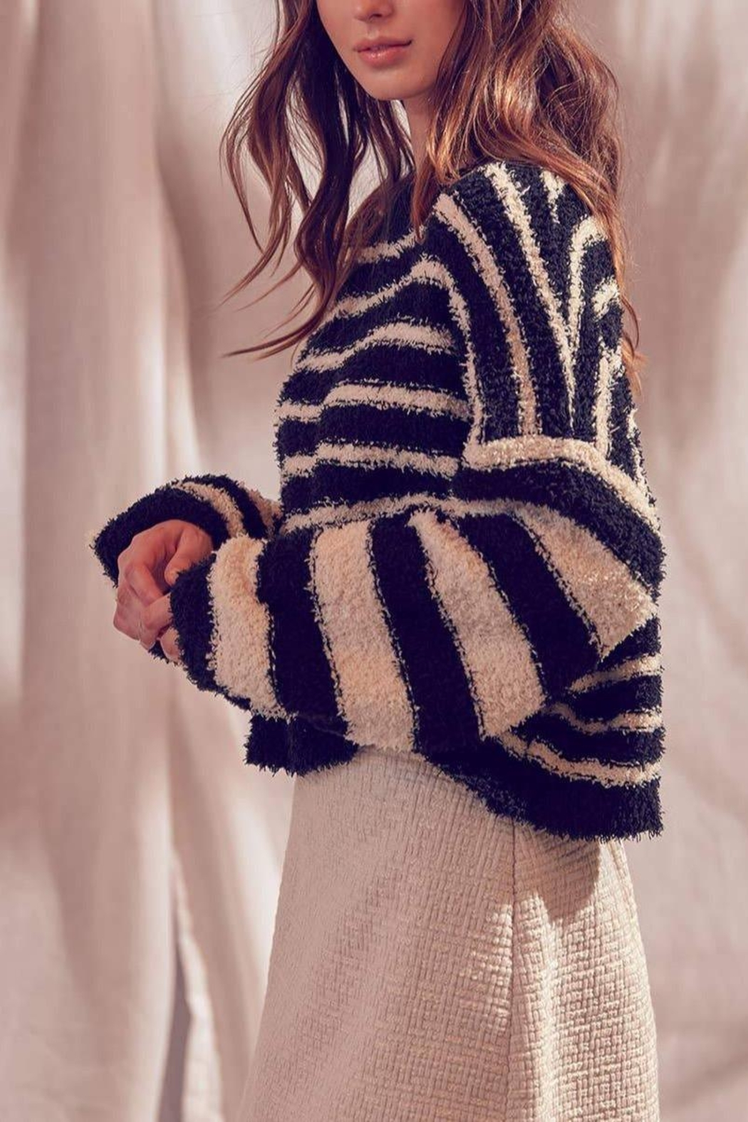 storia Fuzzy Striped Pullover-Sweater - Main Image