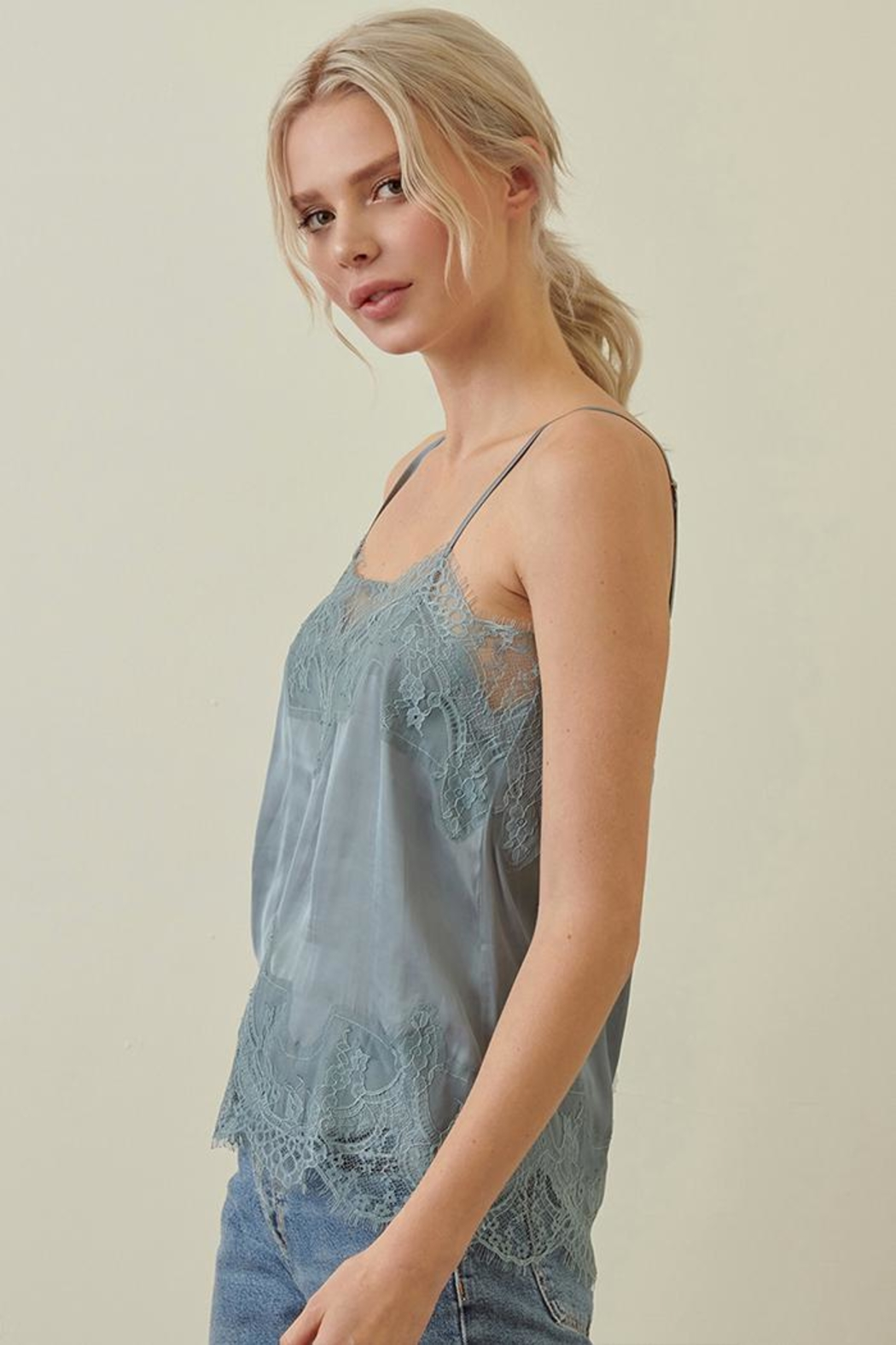 storia Lace Cami Top - Side Cropped Image