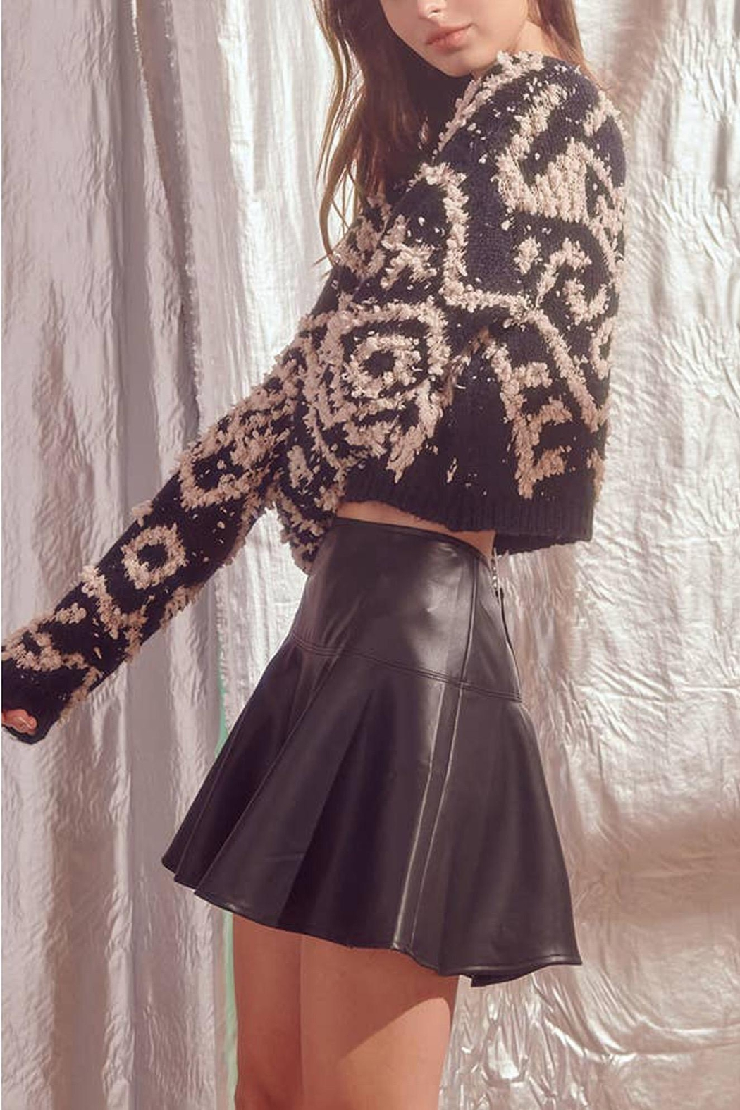 storia Shaggy-Design-Print Knit Sweater - Side Cropped Image