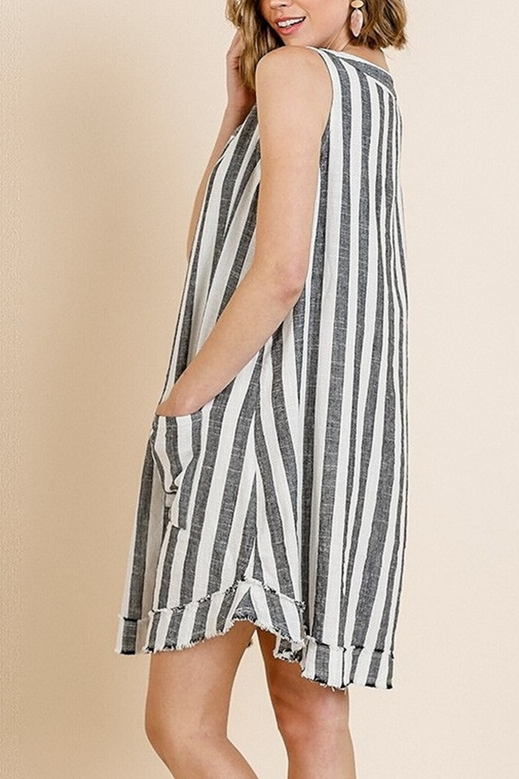 Umgee  Striped Sleeveless V-Neck Shift Dress with Front Pockets and Frayed Scoop Hem - Side Cropped Image