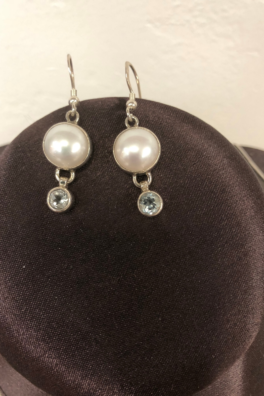 ACleoni Stunning Pearl Set - Side Cropped Image