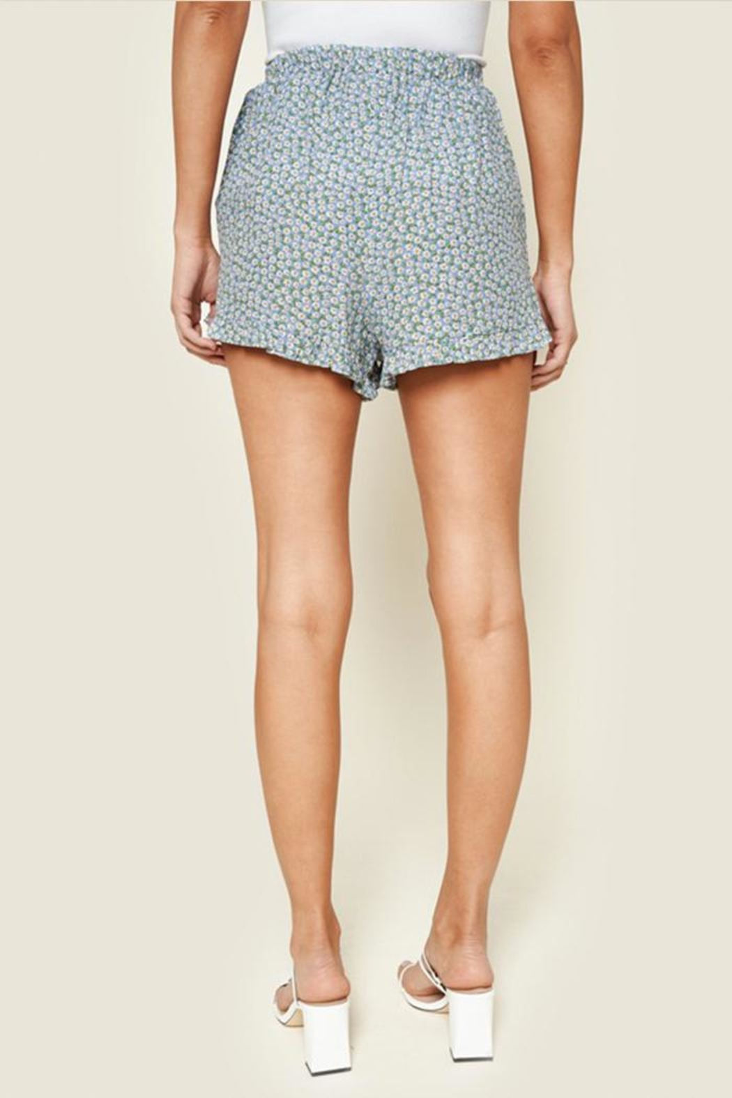 Sugar Lips Floral Ruffle Shorts - Side Cropped Image