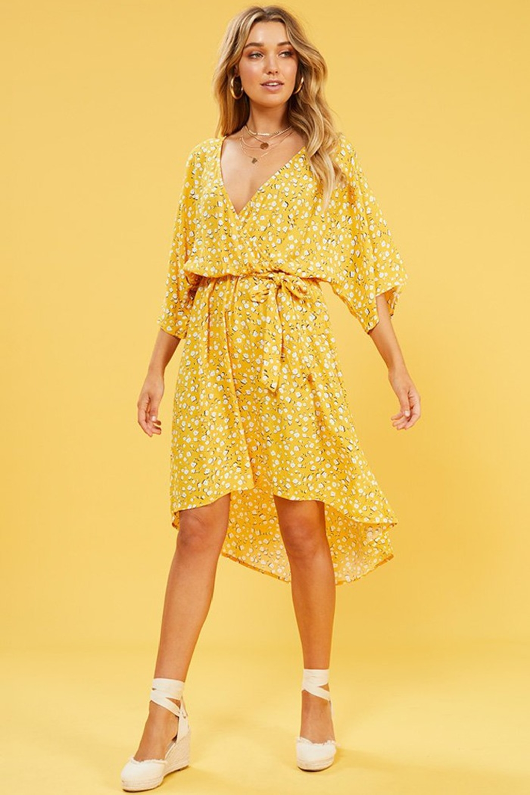 MINK PINK Summer Daisy Midi Dress - Side Cropped Image