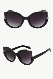 People Outfitter Summer Fashion Sunglasses - Front cropped