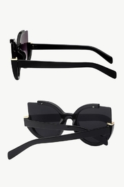 People Outfitter Summer Fashion Sunglasses - Front full body