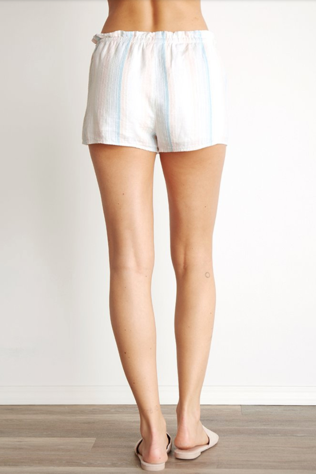 Bella Dahl Sunburst Pleated Short - Back Cropped Image