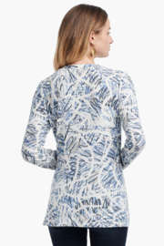 Nic + Zoe  Super classic scribbled up top, long sleeves, boat neck. - Side cropped