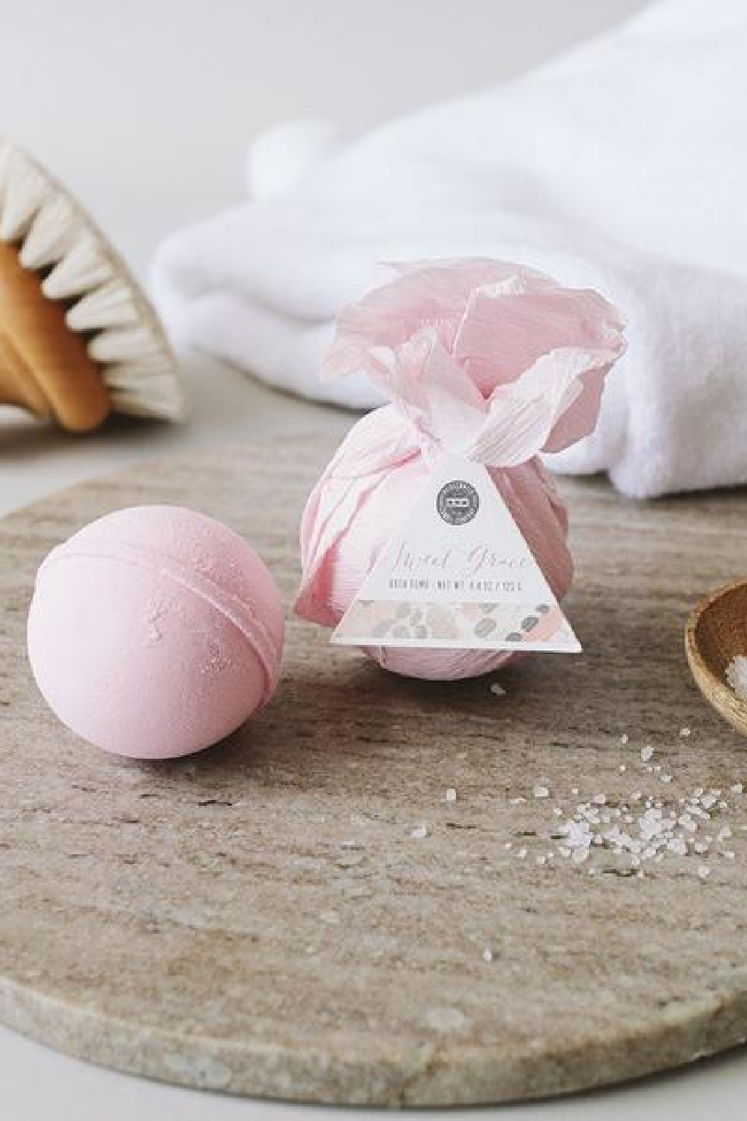 Bridgewater Candle Company Sweet Grace Bath Bomb - Front Cropped Image