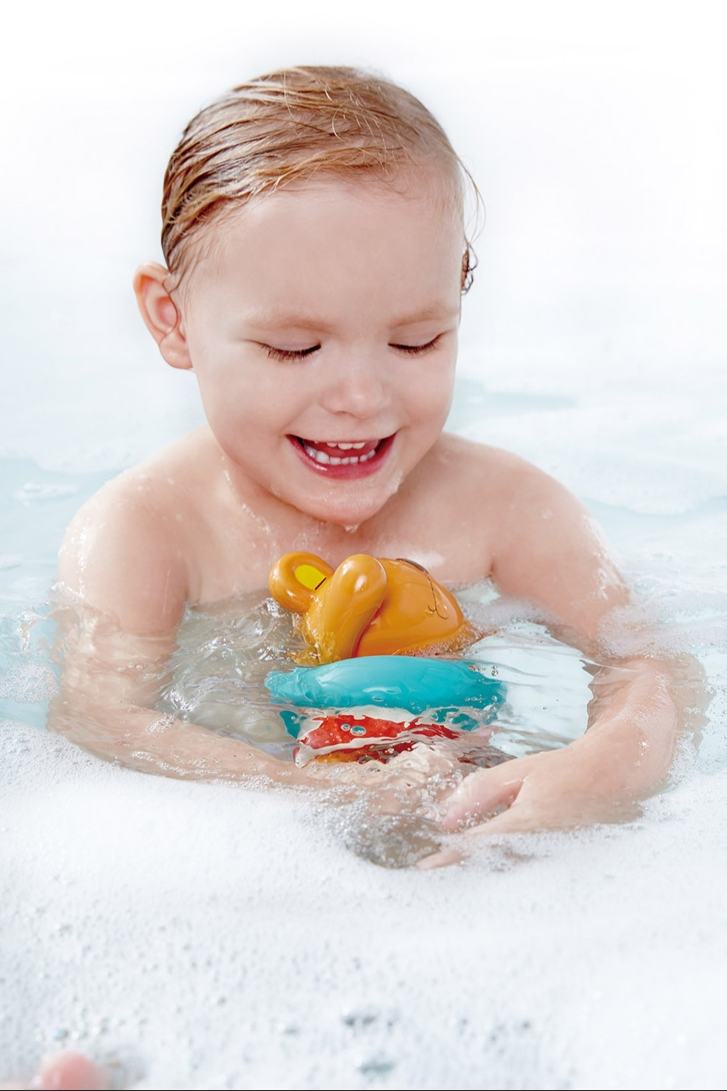 Hape Swimmer Teddy Wind-Up Toy - Side Cropped Image