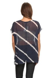 T Party Wavy Navy - Back cropped