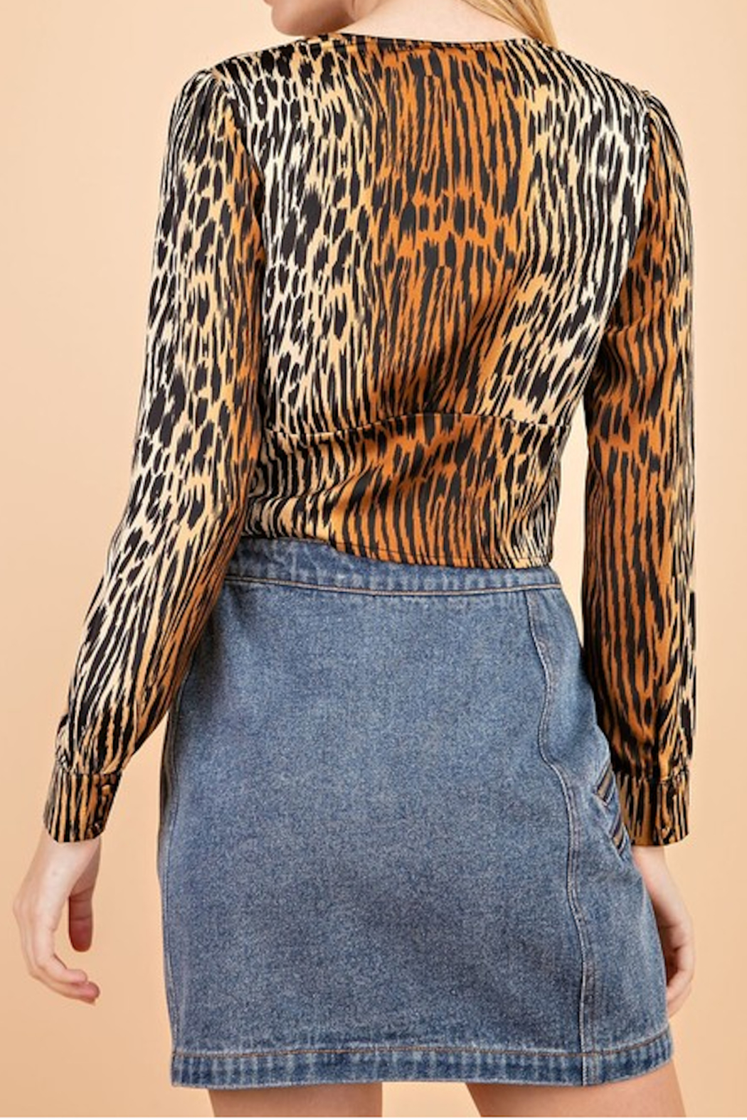 Le Lis Tabby Print Blouse - Side Cropped Image