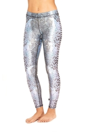Terez Stingray Performance Leggings - Front cropped