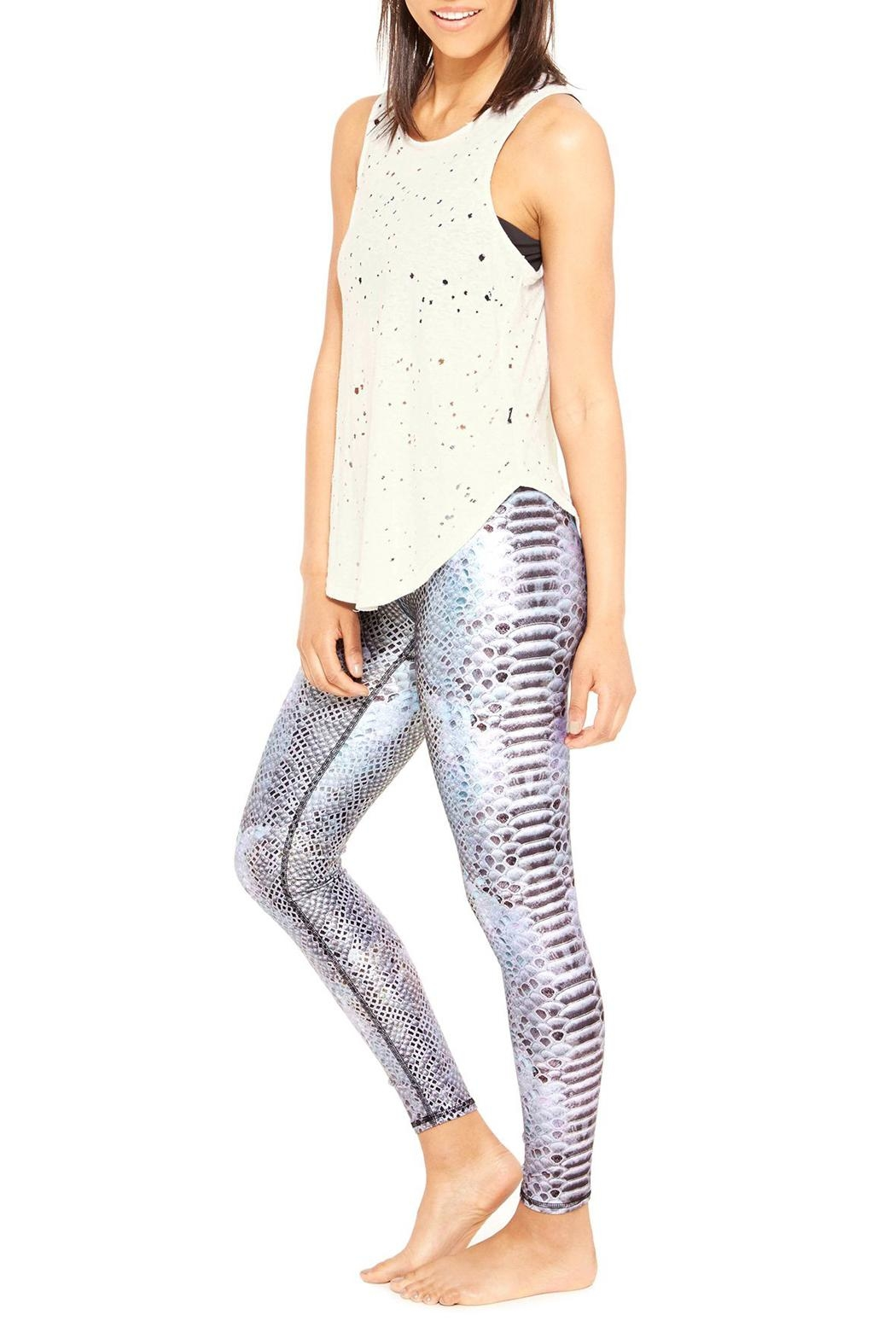 Terez Stingray Performance Leggings - Side Cropped Image