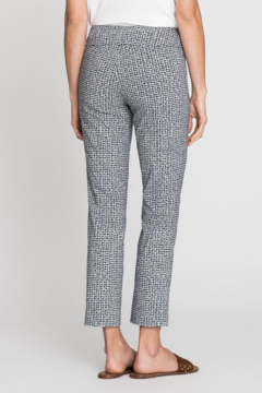 Nic + Zoe Texture-look pattern ankle pant. Lightweight stretch fabric. Pull-on style. - Alternate List Image