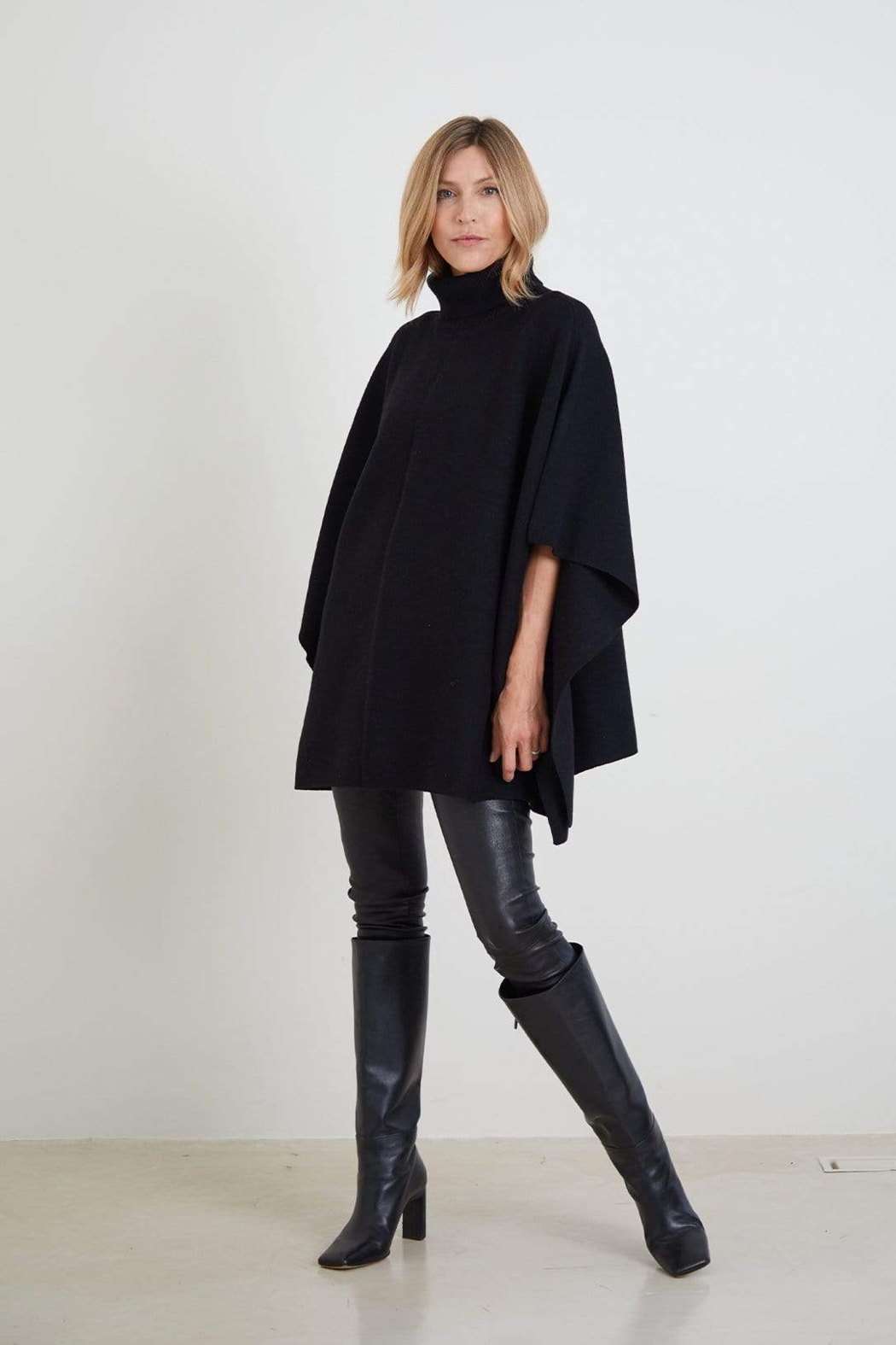 Mer Sea & Co The Anywear Poncho - Front Full Image