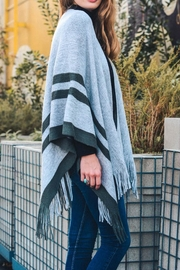 Leto The Britt Poncho - Side cropped
