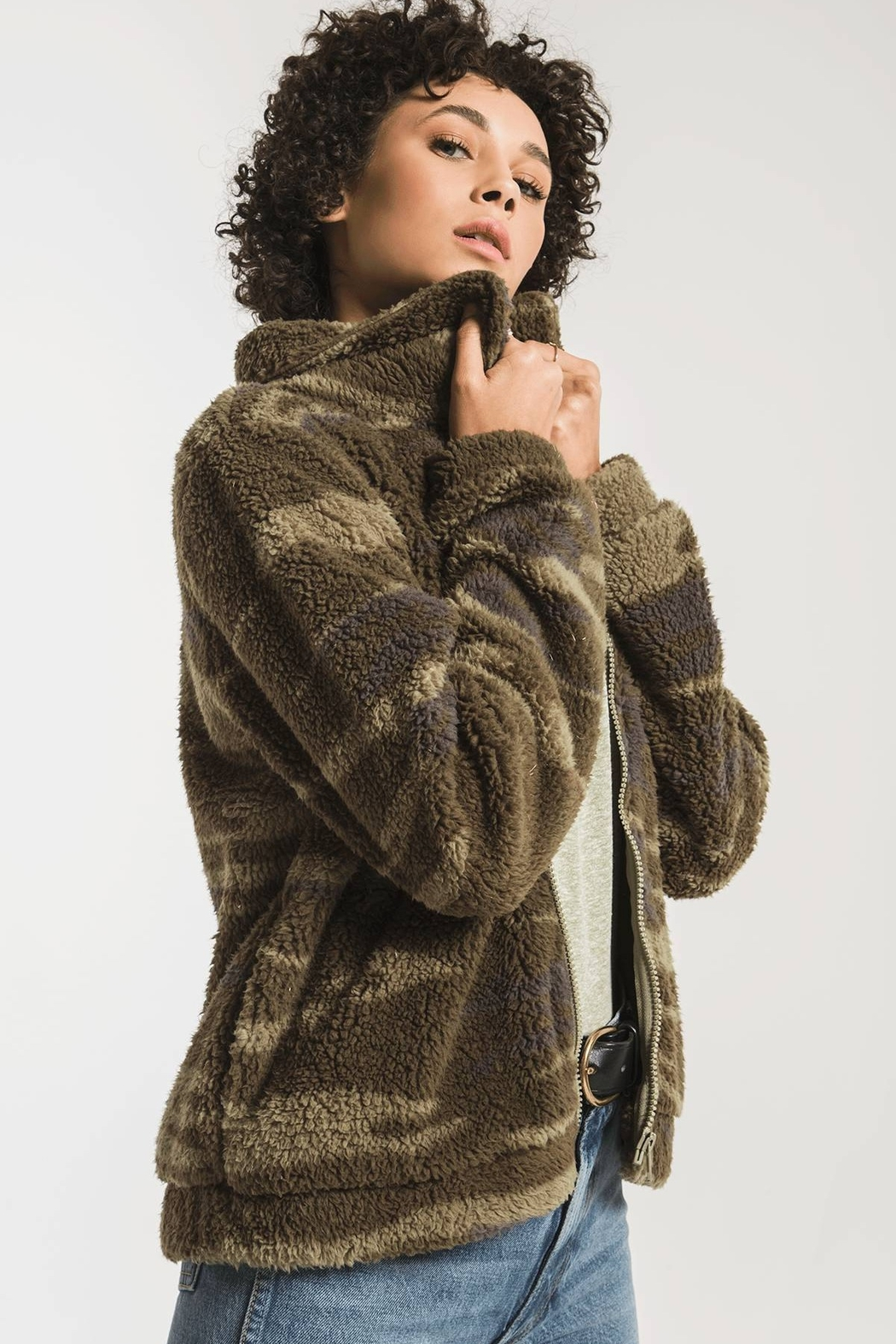 z supply The Camo Sherpa Crop Jacket - Front Full Image