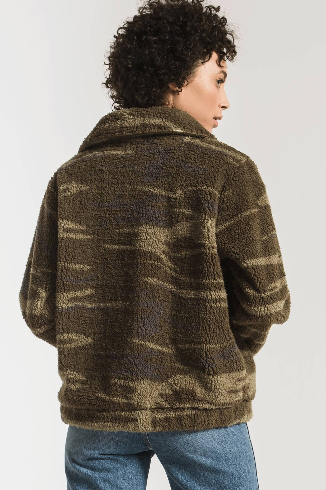 z supply The Camo Sherpa Crop Jacket - Back Cropped Image