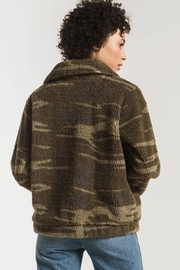 z supply The Camo Sherpa Crop Jacket - Back cropped