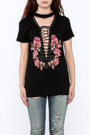The Classic Rose Graphic Tee - Side cropped