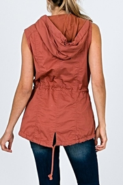 Unlimited The Maria Vest - Side cropped