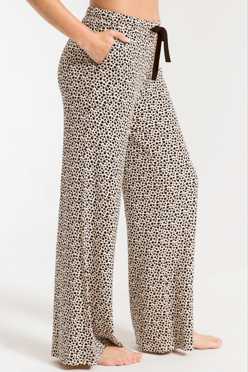z supply The Mini Heart Wideleg Pant - Side Cropped Image