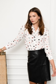The Shirt Rochelle Behrens  The Signature Shirt in Je T'aime Paris - Product Mini Image