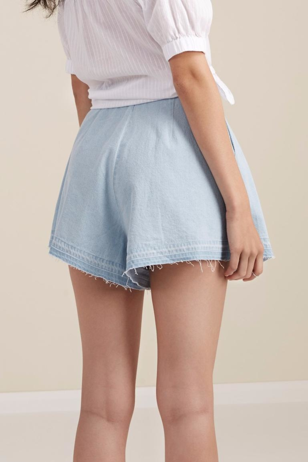 The Fifth Label Flared Denim Shorts - Side Cropped Image