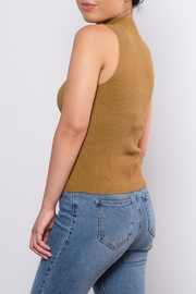 the Hanger Ribbed Keyhole Top - Side cropped