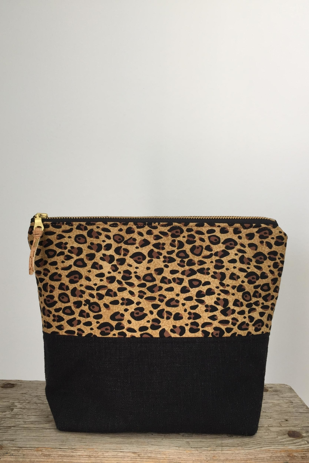 The Lovet Shop Cheetah Clutch - Front Cropped Image