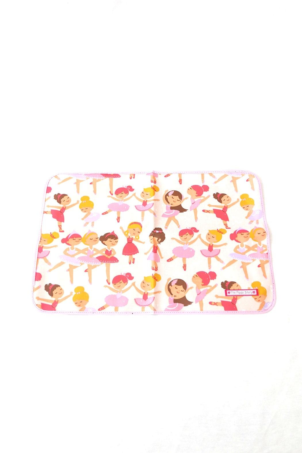 The Piggy Story Ballerinas Table Mat - Back Cropped Image