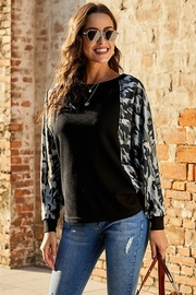 Shewin Thermal Camo Contrast Dolman Top - Product Mini Image