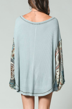 By Together Thermal Top with paisley print simmer gypsy puffy arms - Alternate List Image